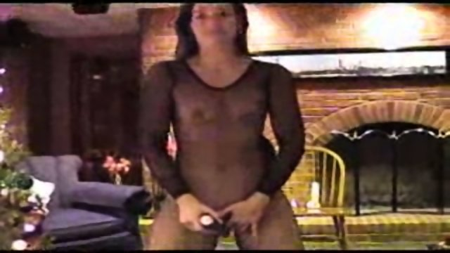 Sexy Suz doing Dildo in her fishnet stocking