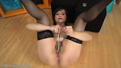 Mature Lady With Stockings Plays With Herself