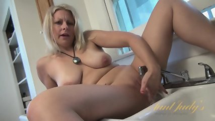 Housewife And Her Wet Pussy