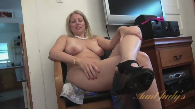 Interview With Naked Mom