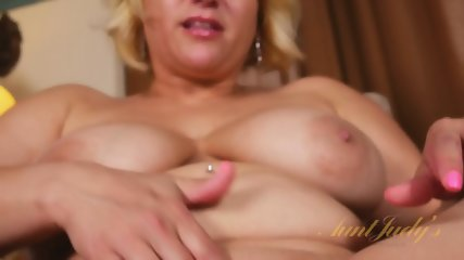 Round Mommy Shows Pussy - scene 11