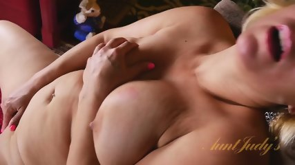 Round Mommy Shows Pussy - scene 12