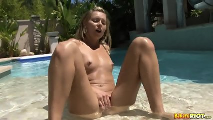 Blonde Babe Rubs Pussy In The Pool - scene 9