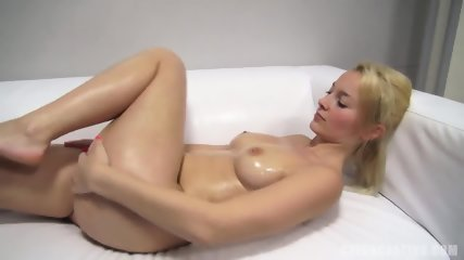 Nice Blonde Shows Body At The Casting