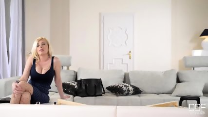 Busty Blonde Gets Ass Hole Massage - scene 2