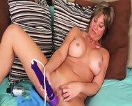 Horny Mature Lady Stimulates Cunt
