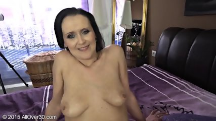 Naughty Mommy Shows Tits And Cunt - scene 9