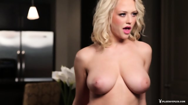 Fantastic MILF Shows Titties