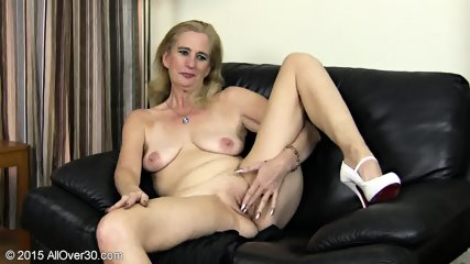 Granny Plays With Pussy - scene 9
