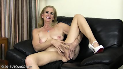 Granny Plays With Pussy - scene 10
