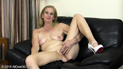 Granny Plays With Pussy - scene 11