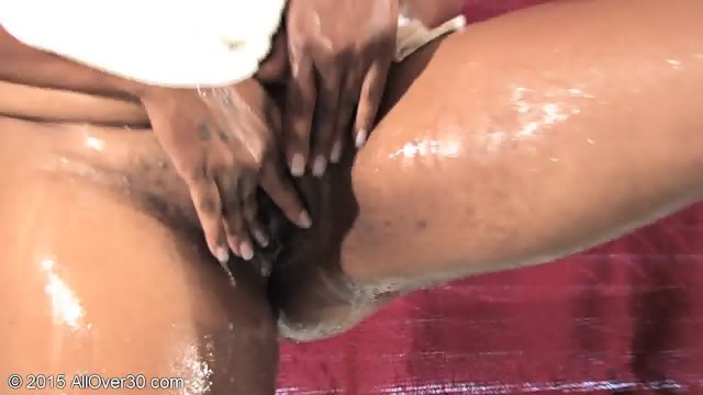 Wet Mature Ebony Pussy