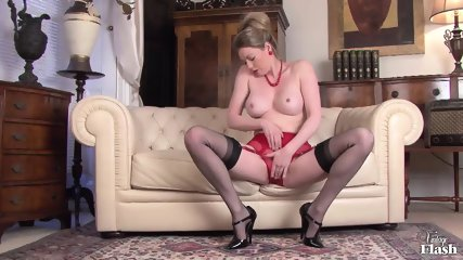 Vintage Lady Plays With Cunt