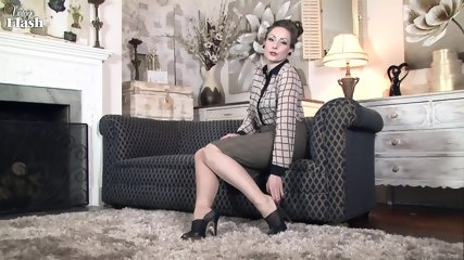 Elegant Lady Shows Cunt On Sofa - scene 2