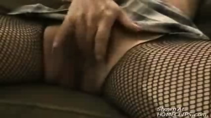 Wife masturbates for her husband - scene 11
