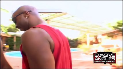 Big Ebony Ass Pounded In Garden - scene 2
