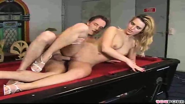 Sexy blonde model gets a good fucking 3/3
