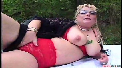 BBW bimbo gets boned 1/6