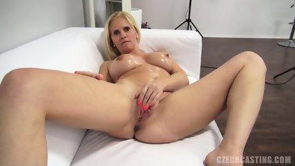 Amateur Babe Fucked On White Sofa - scene 6