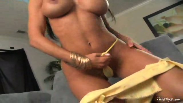 Crissy Moran Works Her Shaved Snatch