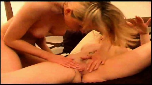 Vanessa gets her girlfriend to lick her pussy