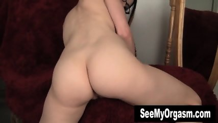 Geeky Lux Toying Her Twat - scene 3