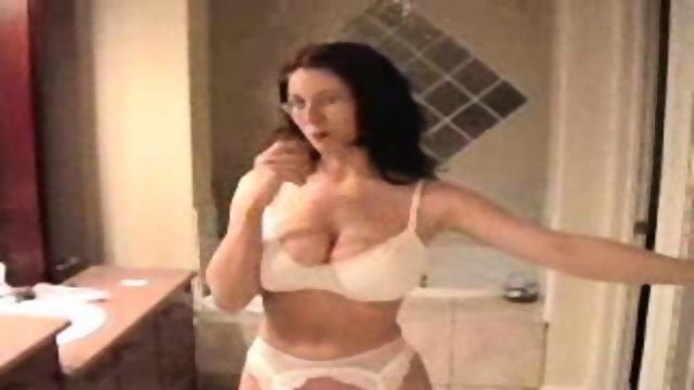 Simone fucks in Lingerie