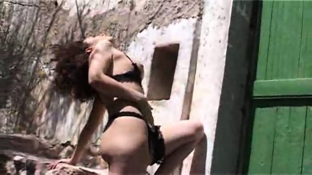 Zooming in on Zeta's fuck holes