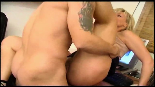 This blonde loves to give up her tush to men