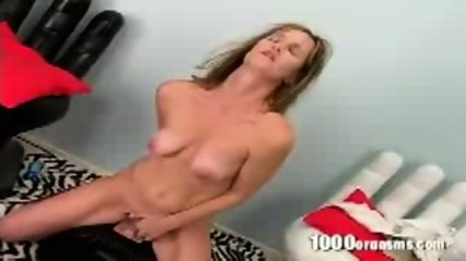 This slut loves the way the sybian vibrates in her twat