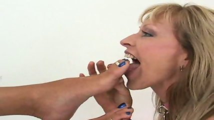 lesbian feet worship - scene 9