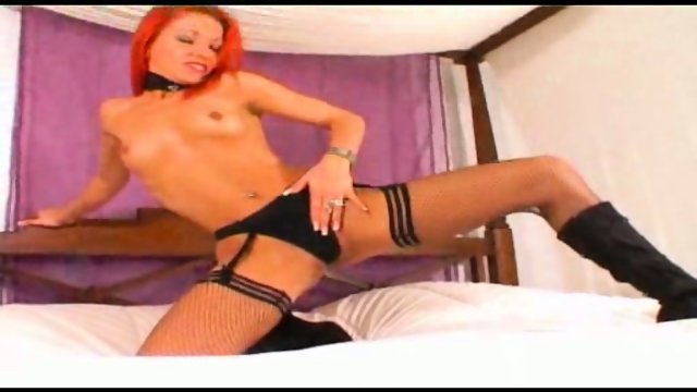 Sizzling Angie plays on the bed