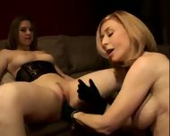 Pussy eating lesson - scene 12