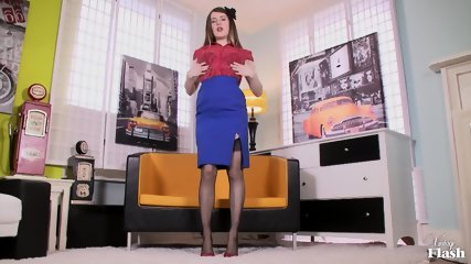 Sexy Vintage Babe Shows Pussy - scene 3