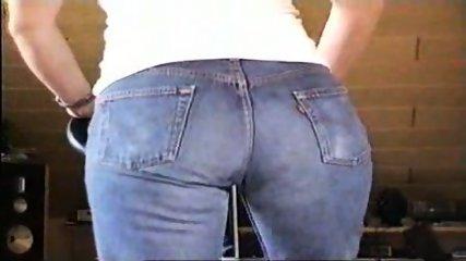 Levis 501 Jeans indoor - scene 1