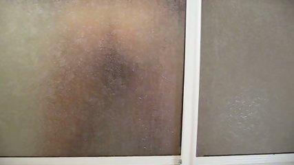 Follando bajo la ducha - scene 9