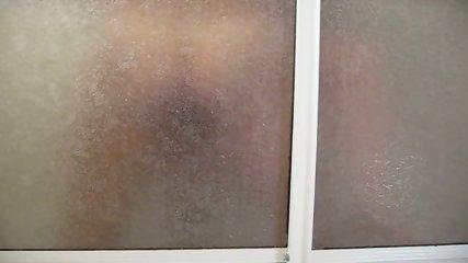 Follando bajo la ducha - scene 11