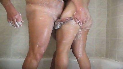 Follando bajo la ducha - scene 3