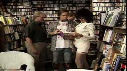 Vanessa - One night at the bookstore part1 - scene 8