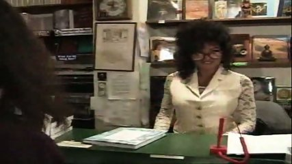 Vanessa - One night at the bookstore part1 - scene 1