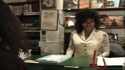 Vanessa - One night at the bookstore part1 - scene 1