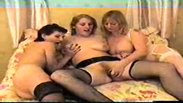 3 horny girls play