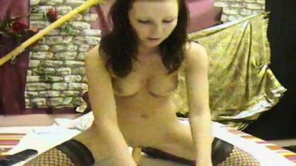 Hammer Frau reitet Dildo - scene 5