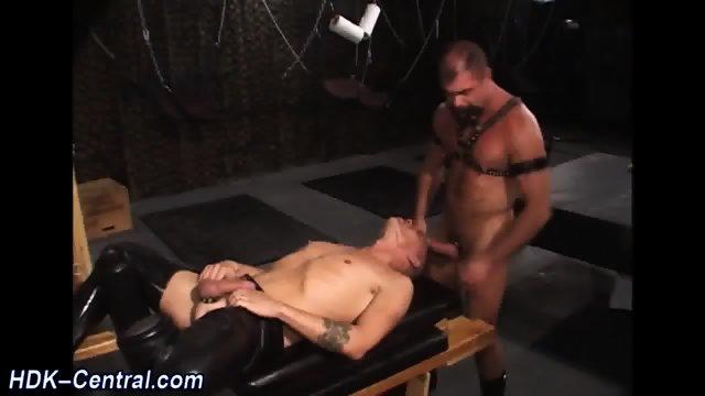 Rod sprays barebacked bum