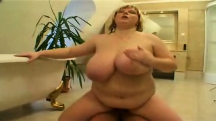 BBW in the bathroom - scene 8