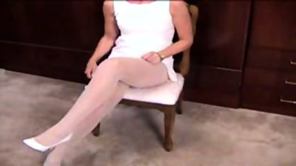 Mature Blonde masturbante in pantyhose and dildo - scene 1