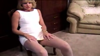 Mature Blonde masturbante in pantyhose and dildo - scene 2
