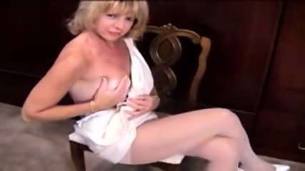 Mature Blonde masturbante in pantyhose and dildo - scene 3