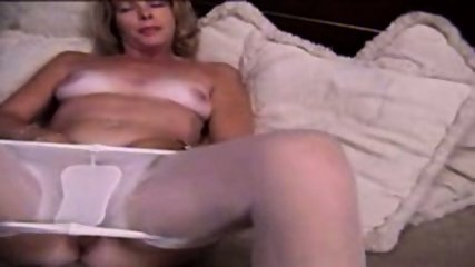 Mature Blonde masturbante in pantyhose and dildo - scene 5