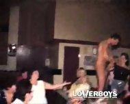 Male strippers gets sucked by drunk girls - scene 10